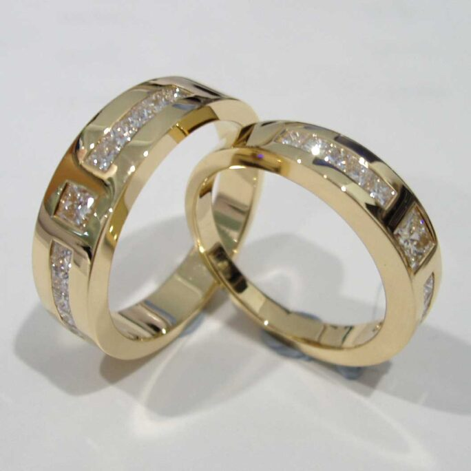 Yellow Gold Princess-cut Diamond Tapered Couple Rings